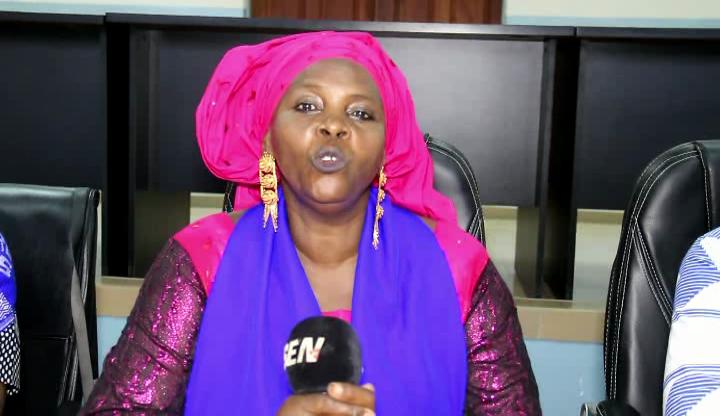 Accusée d'être en rapprochement avec le pouvoir, Awa DIOP dément et menace de porter plainte (Vidéo)