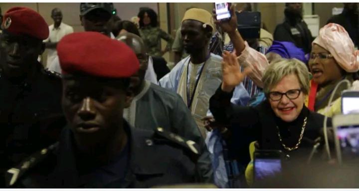 Urgent: L'ex-premiere dame est bien arrivee au Senegal