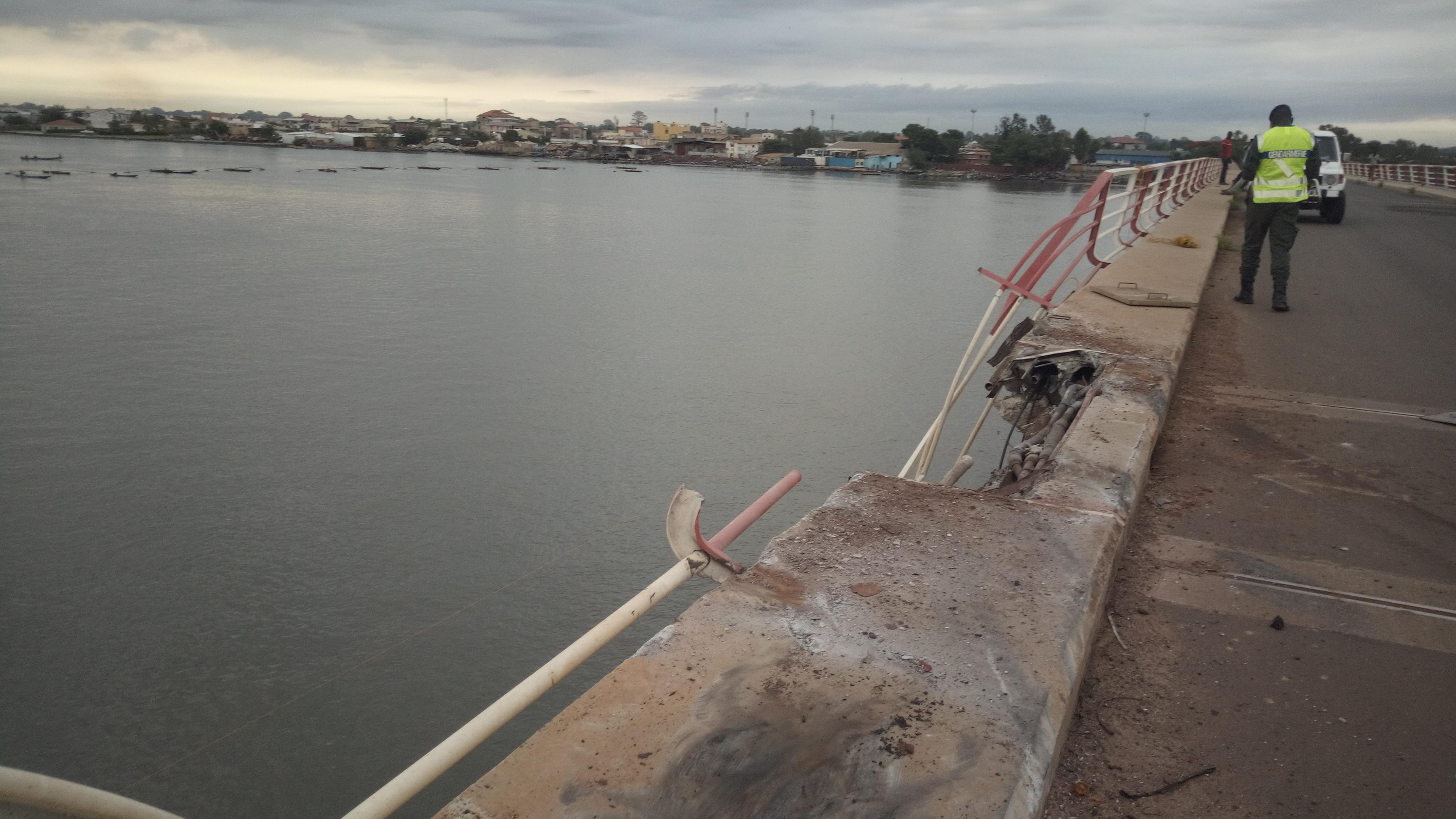 Drame au pont Émile Badiane, Un camion fini sa course sous les eaux et fait 3 morts