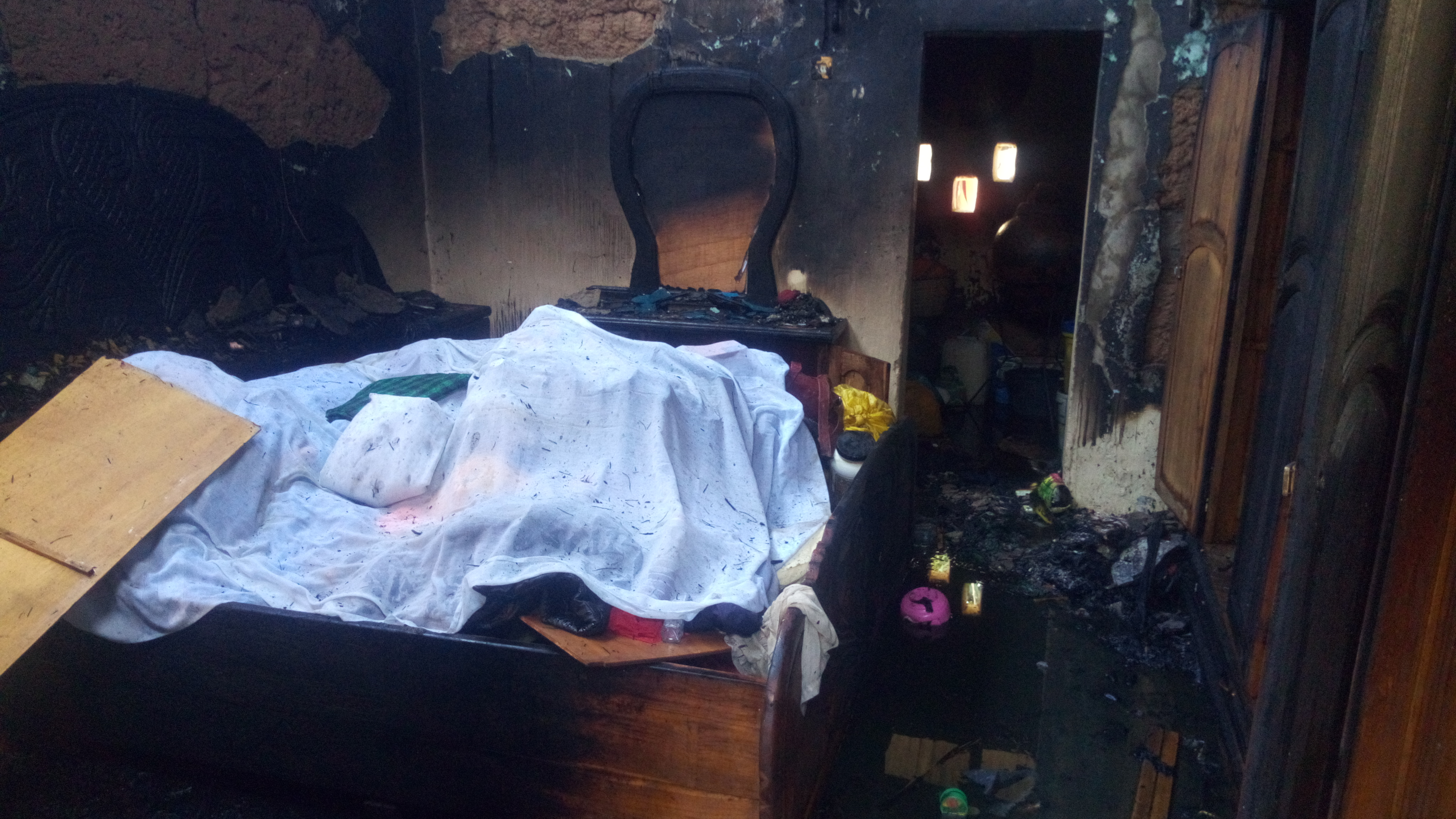 Ziguinchor: Le domicile du chef de quartier de grand Dakar réduit en cendre (images)