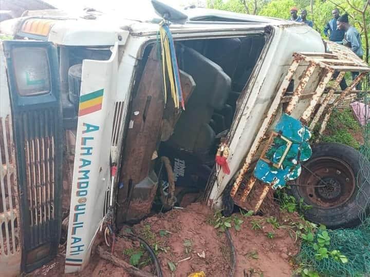 Sindian : Un car se renverse et fait plusieurs blessés (images)