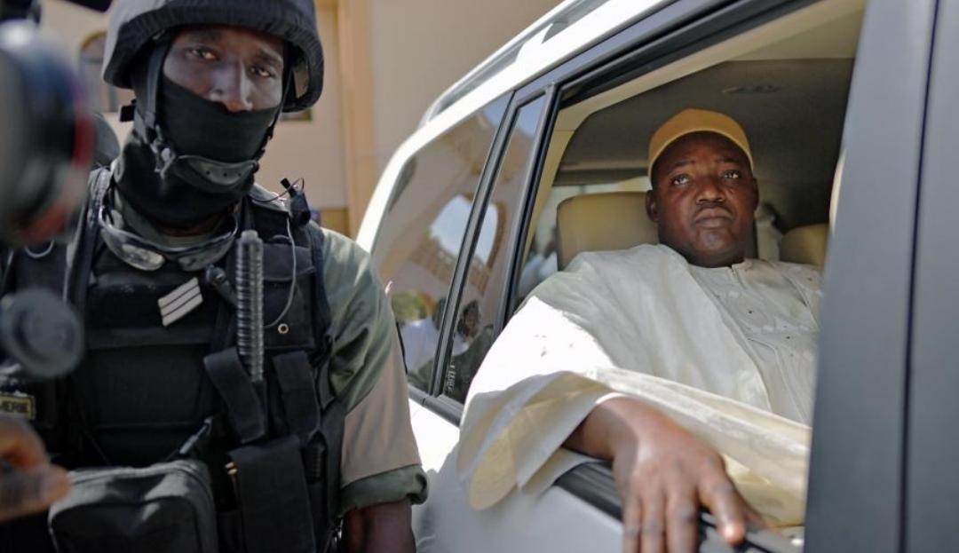 Gambie : Sa vice-présidente testée positive à la covid-19, Barrow en isolement