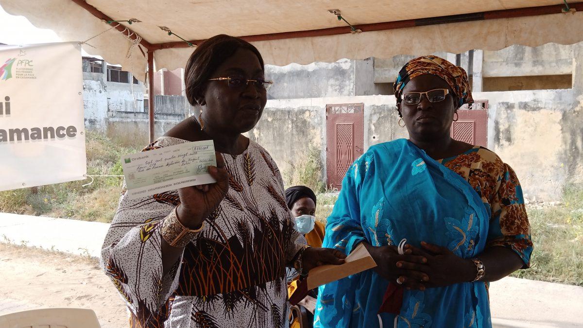 Ziguinchor : La PFPC remet un chèque de 790 milles aux femmes déplacées de Kaguitte