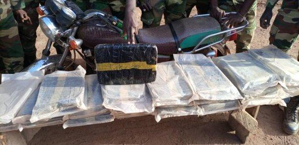 Médina Yéro Foula : La gendarmerie saisit 6 sacs de chanvre indien et 2 motos