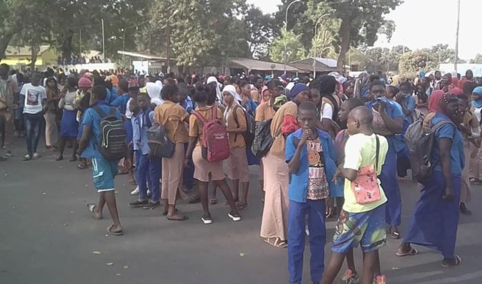 Mbour: Les élèves du Lycée de Ndiaganiao refusent de faire les examens et séquestrent leurs professeurs