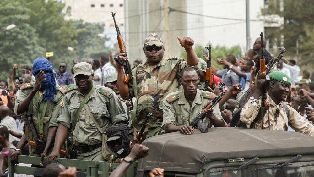 Mali: Le président de la transition et son PM arrêtés