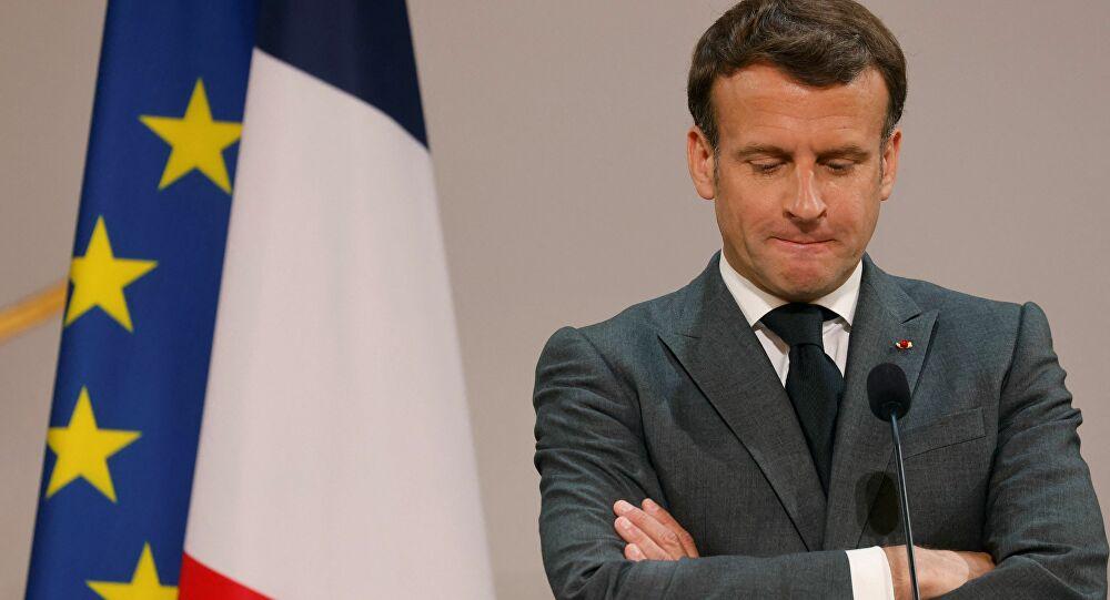 FRANCE: Le président Emmanuel Macron giflé par un homme lors d'un déplacement dans la Drôme