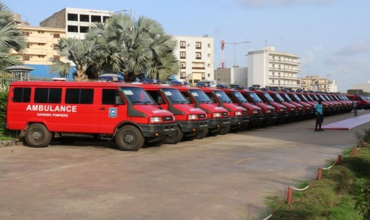 Le président Macky Sall offre 15 ambulances aux régions de Saint-Louis et de Matam